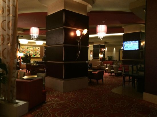New Orleans Marriott: Lobby/bar area