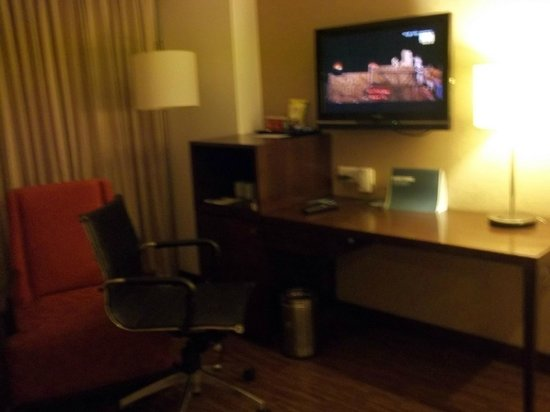 Four Points by Sheraton Ahmedabad: Room with LCDs and Refrigarator...