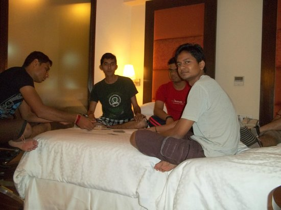 Four Points by Sheraton Ahmedabad: Enjoying Game at Room....