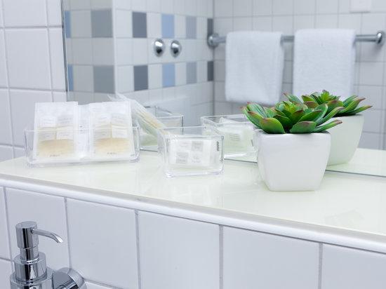 Hotel Basilea: bathroom