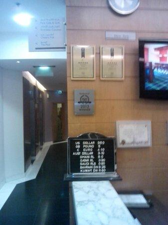 Arabian Park Hotel: TripAdvisor award in lobby.