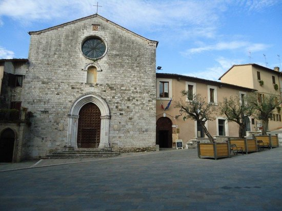 Hotel Albergo Duomo: la piazza del borgo