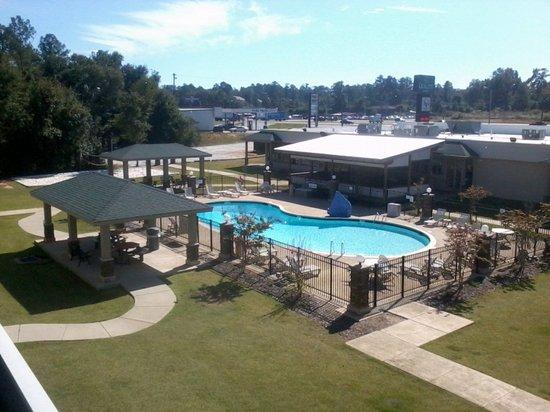 Clarion Inn & Suites Phenix City Columbus: Hotel Grounds