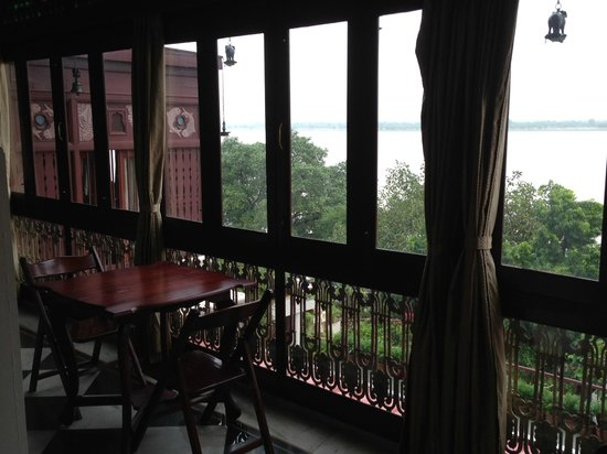 Hotel Ganges View: View from one of the many sitting rooms overlooking the river