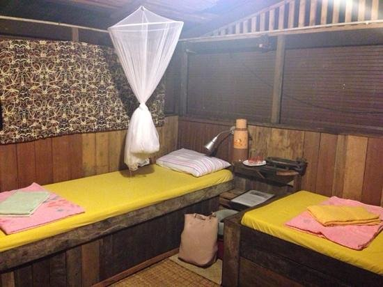 The Kebun: comfy twin room in the longhouse