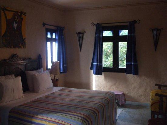Dar Echchaouen: bedroom in suite
