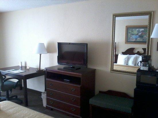 Clarion Inn & Suites Phenix City Columbus: In Room Ammenities