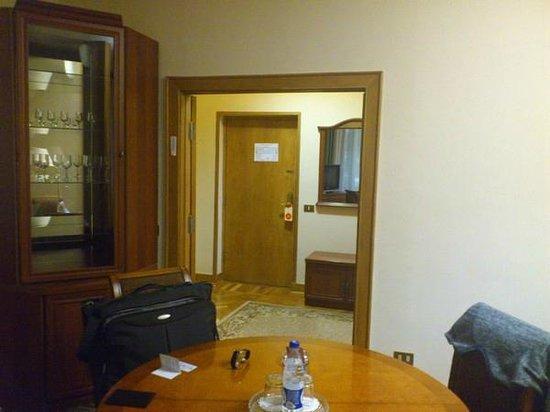 Arbat Hotel: Трехкомнатный номер - гостинная