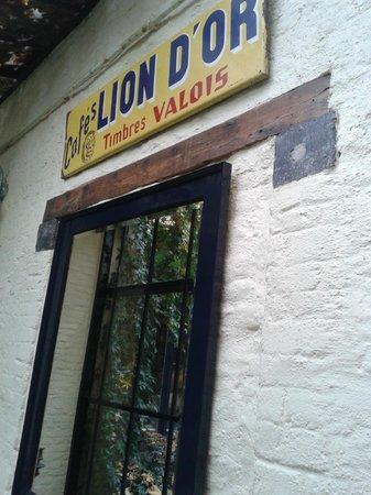 Au Lion d'Or: insegna