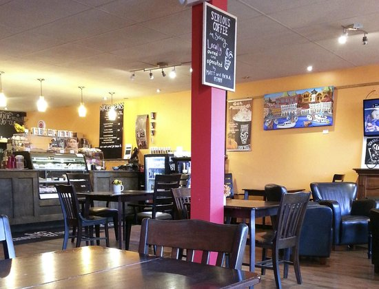 Serious Coffee: Colourful interior, welcoming atmosphere