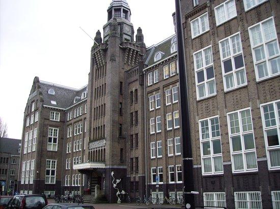 Voorzijde Lloyd Hotel .