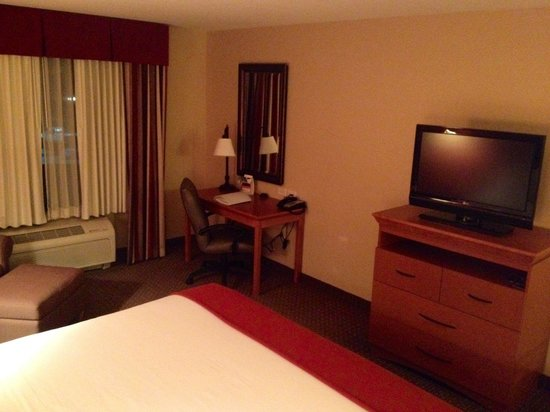 Holiday Inn Express Hotel & Suites Loveland: Room.