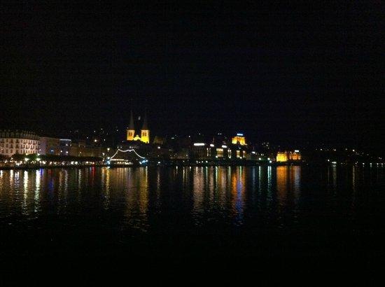 Hotel Waldstätterhof: Luzern bei Nacht