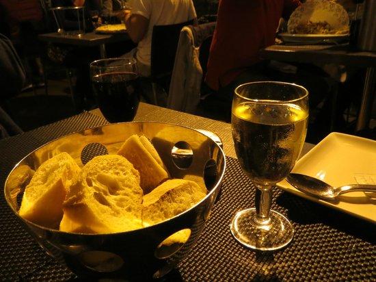 La Favola : Decent baguette and wine