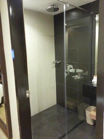C'haya Hotel: Bathroom