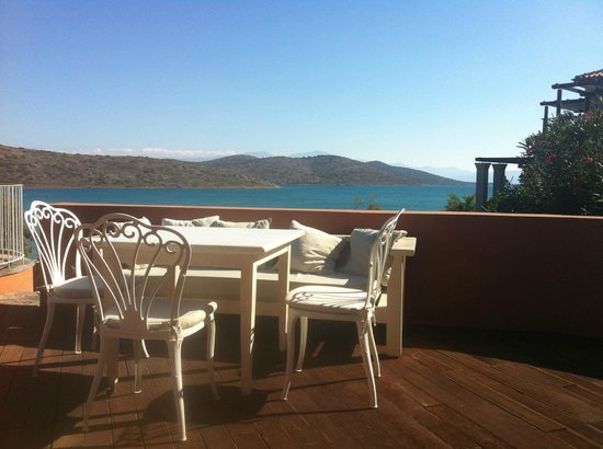 Domes of Elounda, Autograph Collection: The pool bar - great lunches.
