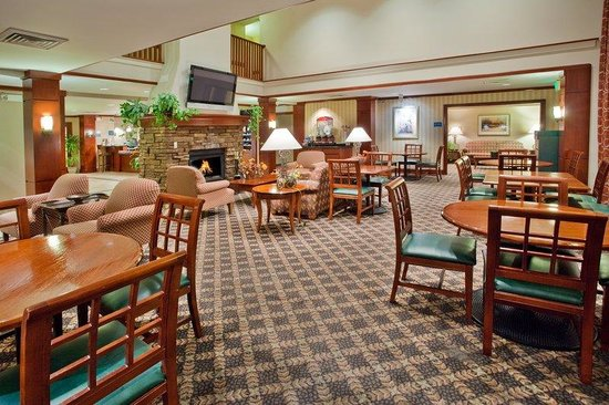 Staybridge Suites Grand Rapids/Kentwood: Guest Dining Lounge