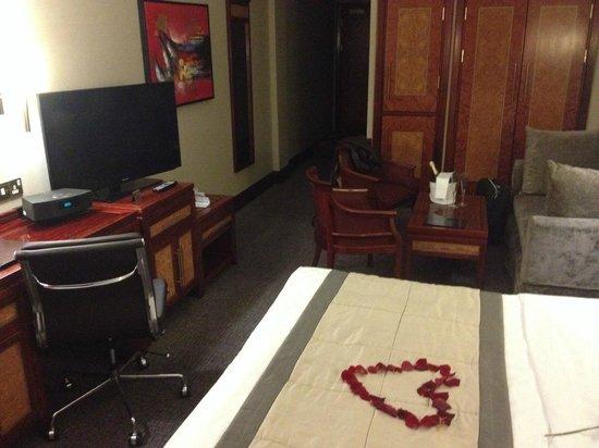 Grange City Hotel: Le salon vu du lit