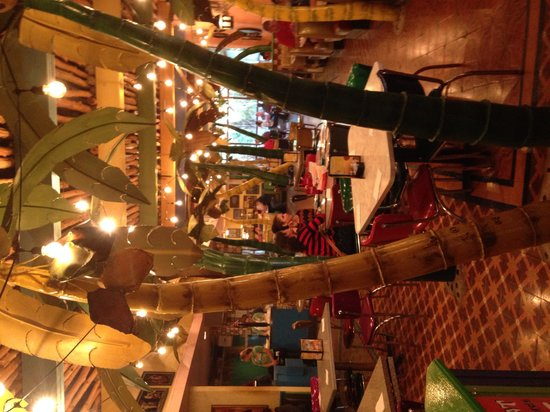 Chuy's : Love it inside!