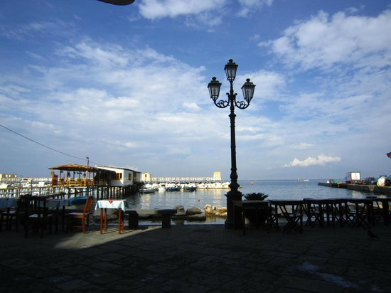 Ristorante O'Puledrone: Tables by the water