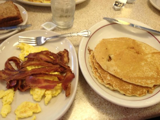 Red Flame : Eggs, bacon, pancakes