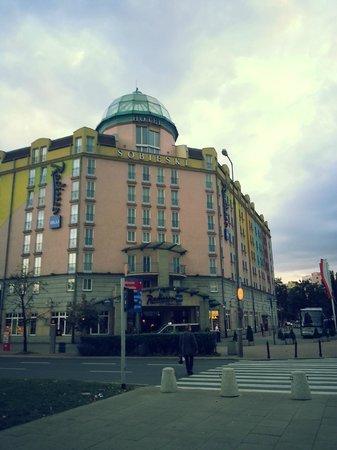 Radisson Blu Sobieski Hotel Warsaw: View from street