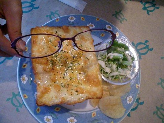 Pannomimi: メガネと比べてもこのサイズ