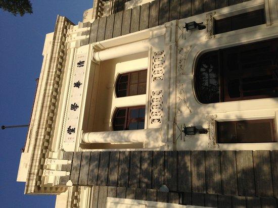 Tsinghua University: 清華大学のもっとも古い建物とか。