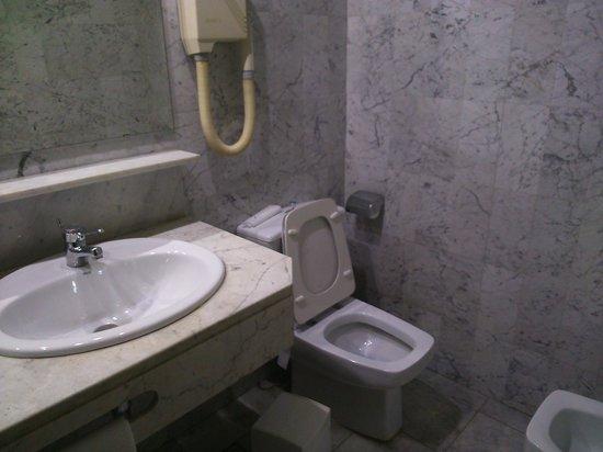 Silken Indautxu Hotel : baño