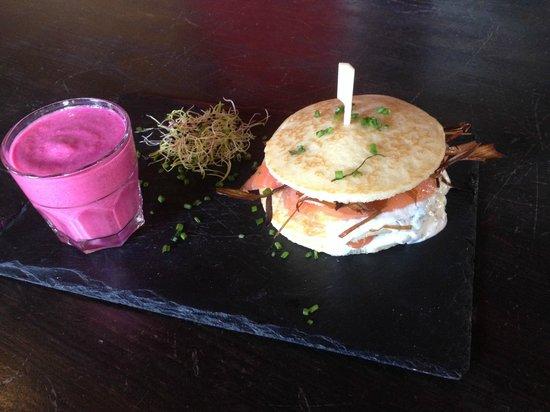 Queen's Head by Cafe Oz : Burger Scandinave, gaspacho de betterave