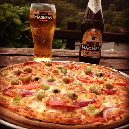 Bryn Glo : pizza and a cider