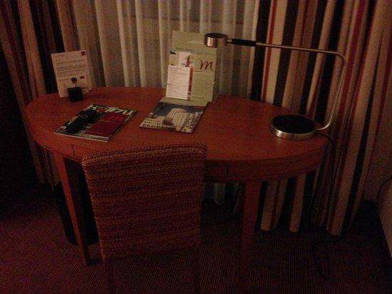 Mercure Hotel Duesseldorf City Center: Escritorio