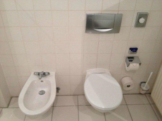Mercure Hotel Duesseldorf City Center: WC muy limpio