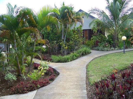 Mangoes Resort: the grounds.