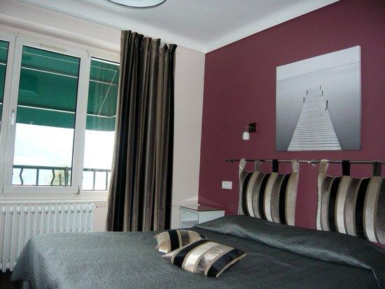 """Hotel de la Paix : chambre """"standard"""""""