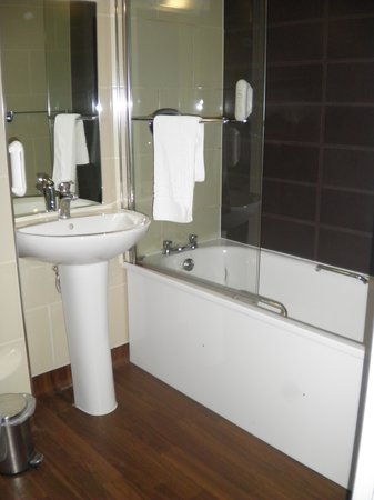 The Briar Rose Hotel: Nice clean, modern bathroom