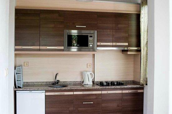 Ozturk Hotel Hisaronu: ONE BEDROOM APARTMENT KITCHEN