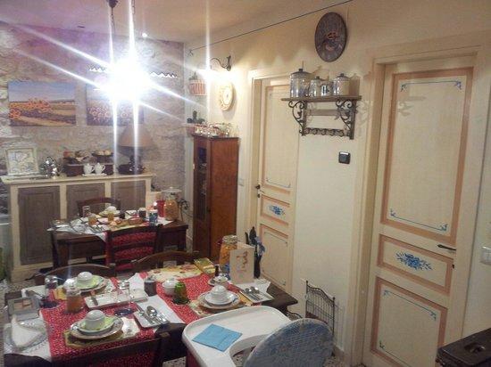 Bed and Breakfast A Casa delle Fate: Sala colazioni