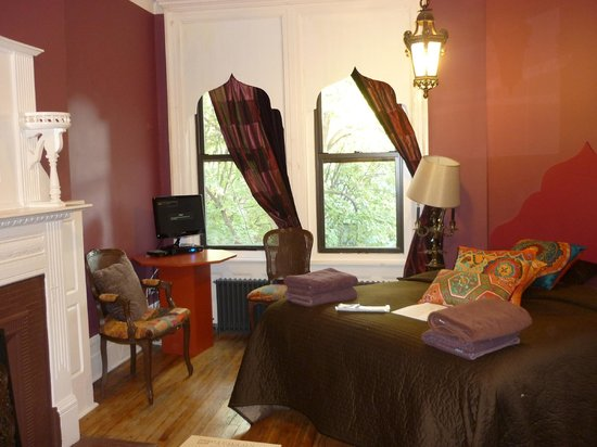 Bed & Breakfast Mont Morris: Room 64 at 68 West 120th