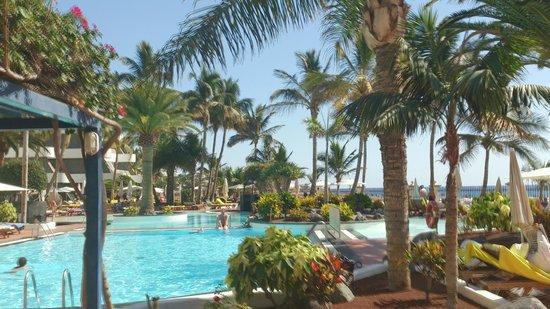 Suite Hotel Fariones Playa: Piscina
