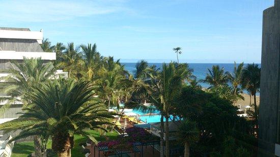 Suite Hotel Fariones Playa: Vista general