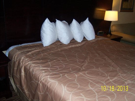Days Inn Paducah: Bed was not neatly made.