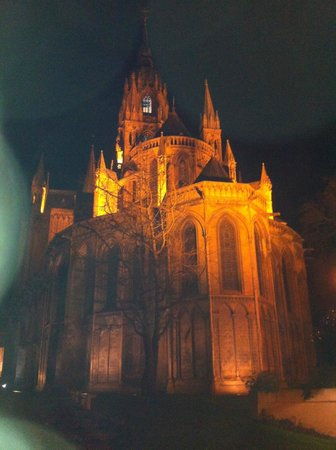 La Tour Louise : Nearby Cathedral at night