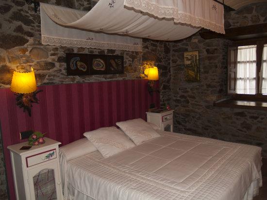 Apartamentos Rurales Acebo: CAMA DOBLE  DEL VINO