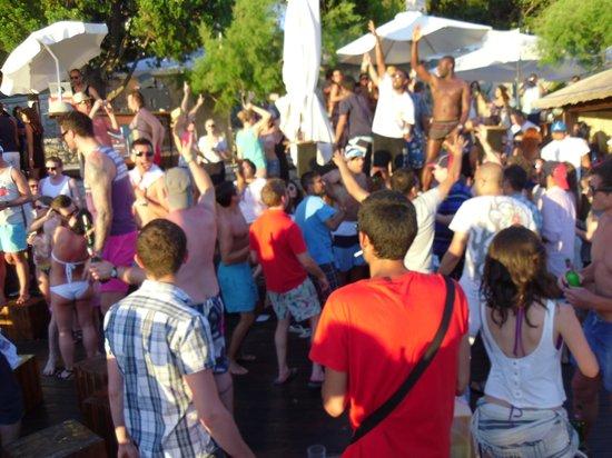 Hula hula beach bar: Sunset party!