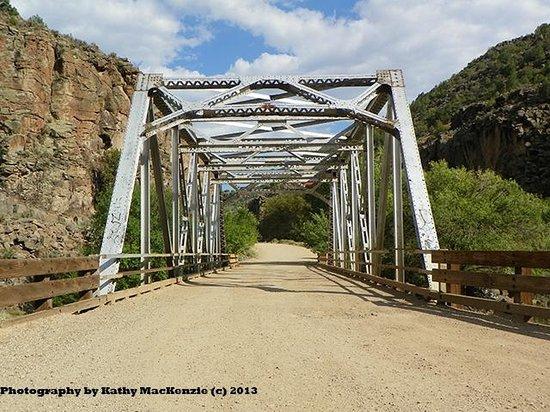 Rio Grande Gorge Bridge : Down in the gorge on a gravel road