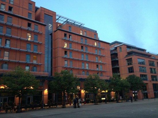 Hotel Crowne Plaza Lyon - Cité Internationale : Bel établissement à l'architecture contemporaine