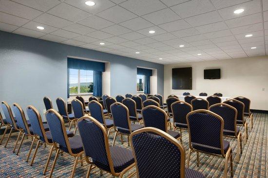 Microtel Inn & Suites by Wyndham Wilkes Barre : Meeting Room