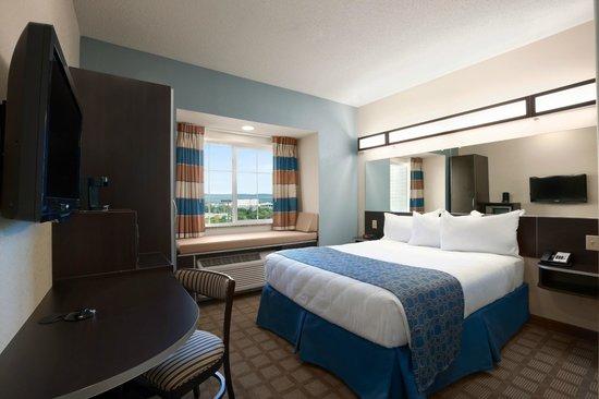 Microtel Inn & Suites by Wyndham Wilkes Barre: Queen Standard