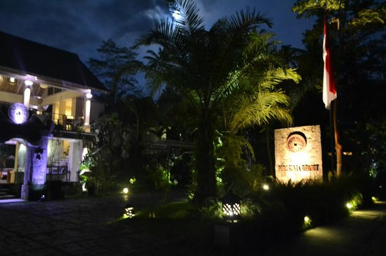 Puri Sunia Resort: Hotel Entrance